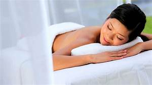 Spa Asian Paris 15 : cute girl sleeping in bed waking up stretching and smiling ~ Dailycaller-alerts.com Idées de Décoration