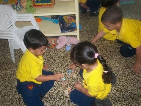 Mis Pequeños Genios: Los niños y niñas jugando.