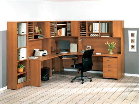 grand bureau bois le bureau en bois massif est une classique qui ne se