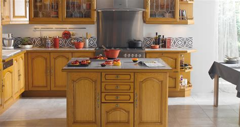 voir des modeles de cuisine modèle cognac cuisine en bois massif photo 2 10