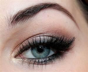 Smokey Eyes Blaue Augen : smokey eyes schminken hifreiche tipps f r einen perfekten look ~ Frokenaadalensverden.com Haus und Dekorationen