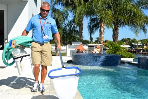 Advantages Of Hiring A Professional Pool Cleaning Service