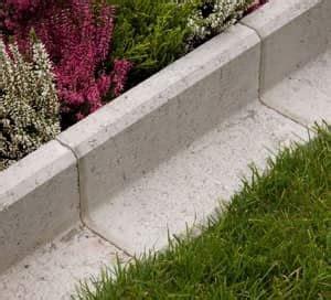 Palisaden Aus Holz Eine Alternative Zur Steinmauer by Beeteinfassung Terrassenumrandung Setzen Obi Gartenplaner