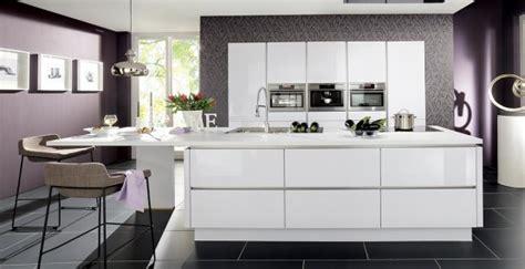 cuisine violine quelle couleur pour votre cuisine équipée cuisine blanche cuisine ou orange