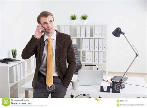 bureau homme d affaire homme d 39 affaires dans le bureau image stock image du