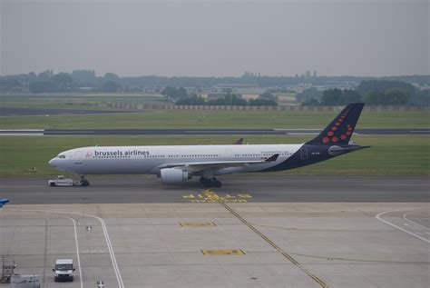 bureau airlines bruxelles file brussels airlines a330 oo sfw brussels airport jpg