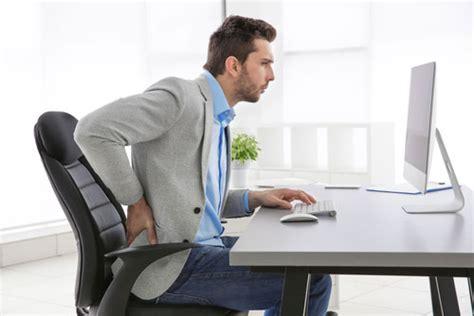 position bureau comment adopter une bonne posture assise pour le dos au bureau