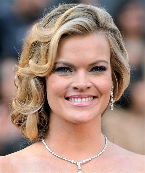 missi pyle long curly blonde updo