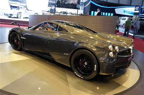 New Pagani Huayra Carbon Edition Dazzles The Crowds At The