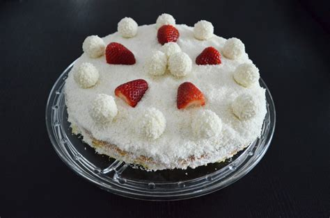 Recipe: Easter Lamb: a different Raffaello Strawberry Cake