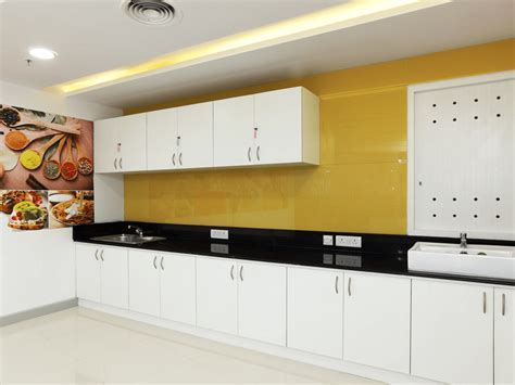 Gajshri Sringar   Lacquered Glass