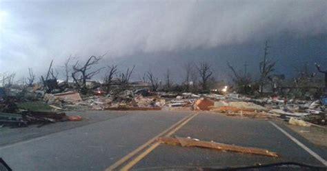 killed  tornadoes wreak havoc  illinois
