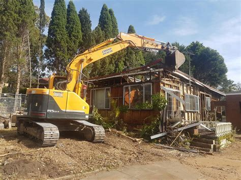 house warehouse garage  shed demolition  sydney chomp