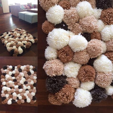 Pom Pom Teppich Alfombra De Pompones Handcraft Pom Pom Rug Craft And Crochet