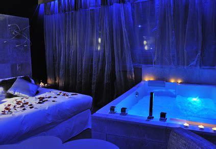 hotel las vegas avec dans chambre hébergement romantique le gourguillon idées romantiques