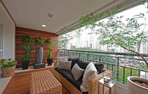 canapé de balcon aménagement balcon mobilier et plantes accueillants la nature