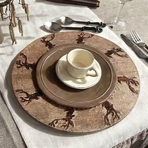 Assiette De Présentation : assiette de pr sentation bois brul scupt e t te de cerfs 34 art de la table ~ Teatrodelosmanantiales.com Idées de Décoration