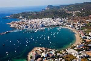 Party Hotel Ibiza : four brits arrested after tourist 39 was gang raped 39 in ibiza party resort san antonio big world ~ A.2002-acura-tl-radio.info Haus und Dekorationen
