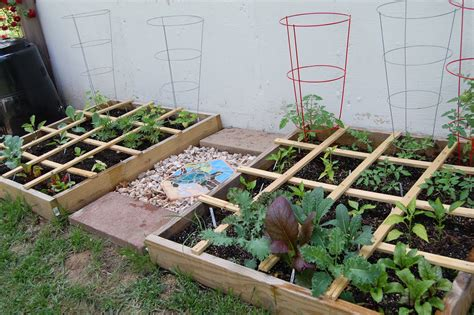 Square Foot Gardening by Square Foot Gardening