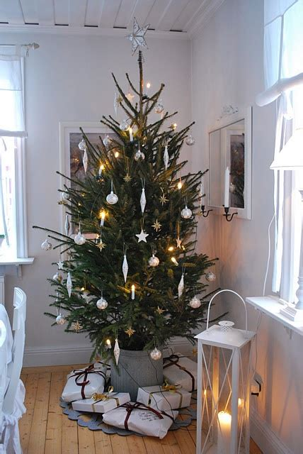 minimalist christmas decor ideas digsdigs