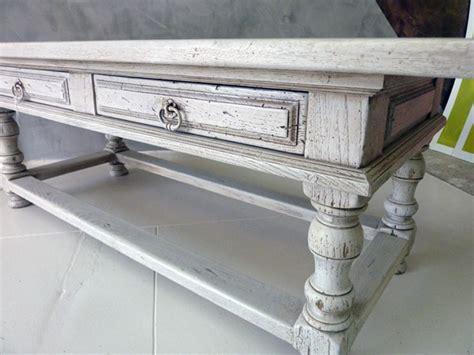 capitonner un canapé comment redonner vie à votre vieille table basse