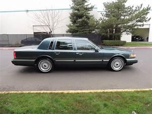 1996 Lincoln Town Car Signature   Luxury Sedan  Leather   80k Miles