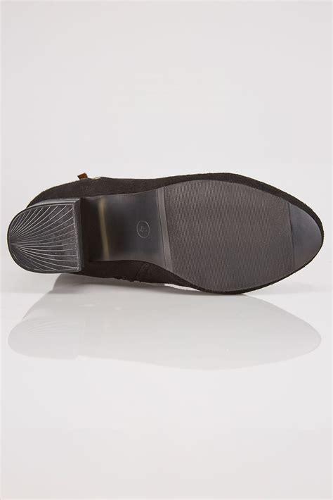 czarne botki do kostki na obcasie ze złotymi wstawkami