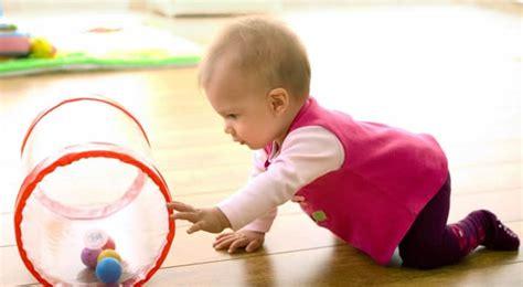 a quel age un enfant tient assis a quel age un bebe se tient assis 28 images a quel 226 ge faire la s 233 ance avec b 233 b