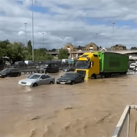 Exclusive video – Brent Cross major road flood chaos and ...