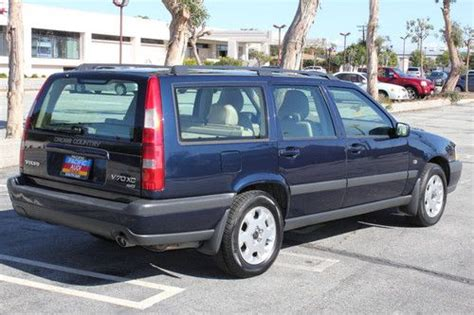 sell   volvo  xc awd  door wagon cross country