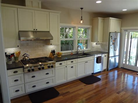 white contemporary kitchen cabinets white kitchen cabinets shaker cabinetry cliqstudios 1279