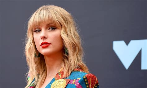 Taylor Swift Says Scooter Braun Is Stopping Her Perform ...