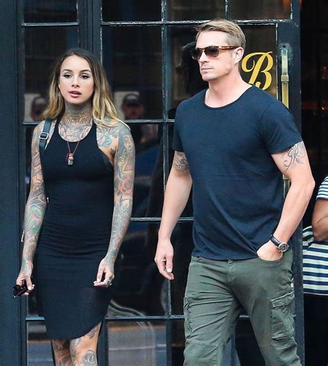 joel kinnaman y su esposa joel kinnaman out in london ahead of suicide squad