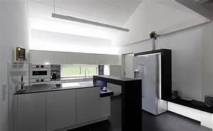 Deckenlampe Küche Modern : black and white listberger tischlerei ~ Frokenaadalensverden.com Haus und Dekorationen