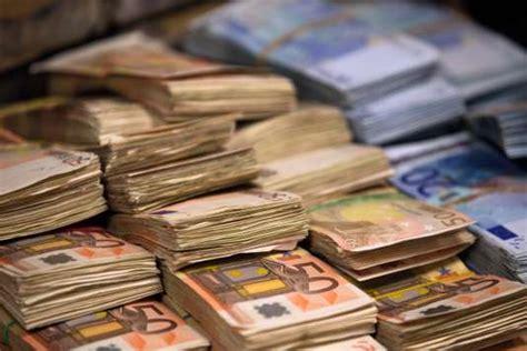 bureau de change argent le blanchiment d argent dans le viseur des douanes