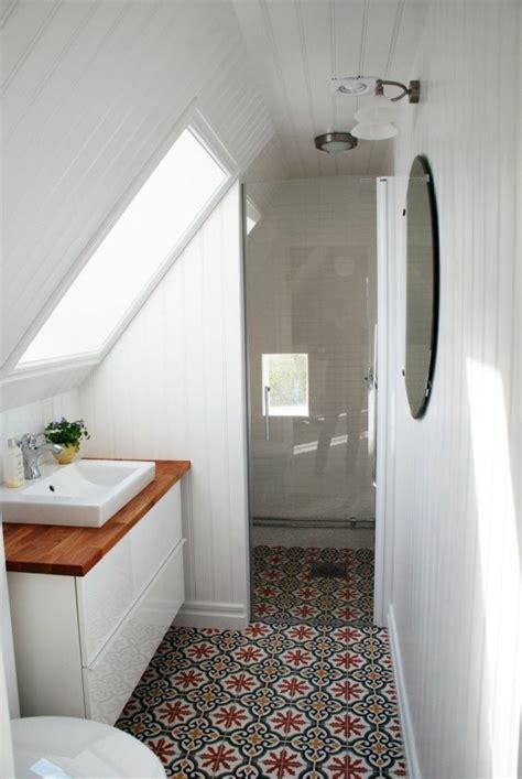 salle de bain sous pente une salle de bain sous pente ou sous combles en 52 photos