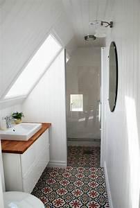 Une salle de bain sous pente ou sous combles en 52 photos for Amenagement petite salle de bain sous pente