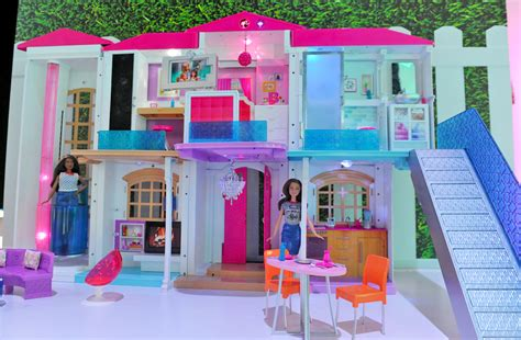 barbies  dreamhouse  full iot  voice commands