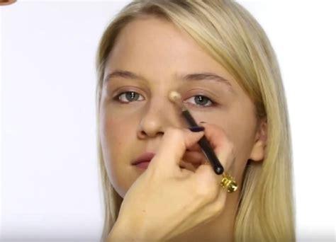Как правильно наносить корректор под глаза Всё о макияже