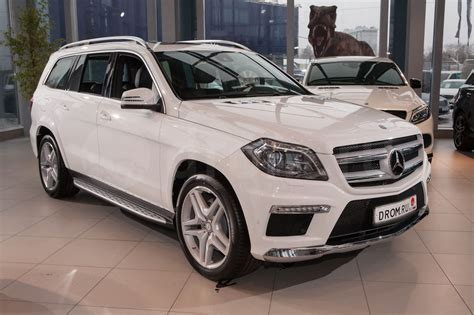 The engine offers a displacement of 3.0 litre matched to a 4 x 4 wheel drive system and a automatic gearbox with 7 gears. Mercedes-Benz GL-Class GL 350 BlueTEC 4MATIC AT Особая серия (10.2013 - 11.2015) - технические ...