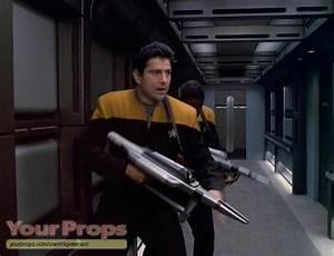 Star Trek  Voyager Compression Phaser Rifle Original Prop