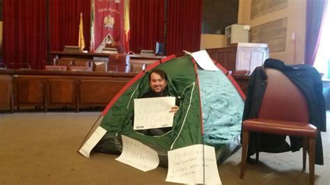 Ufficio Anagrafe Siracusa Occupata Anagrafe Dai Senza Casa Controccupazione Di