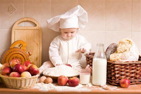 cuisine bébé chef bébé jouant dans la cuisine hd papier peint de bureau