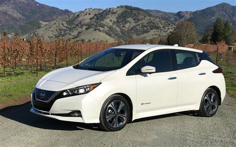 2018 Nissan LEAF: Balancing Price and Range - The Car Guide