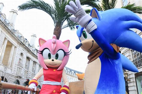 Hamleys Christmas Toy Parade attracts 800,000 to London ...