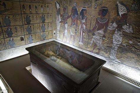 Tutankhamun's Tomb Could Contain Doors To Queen Nefertiti