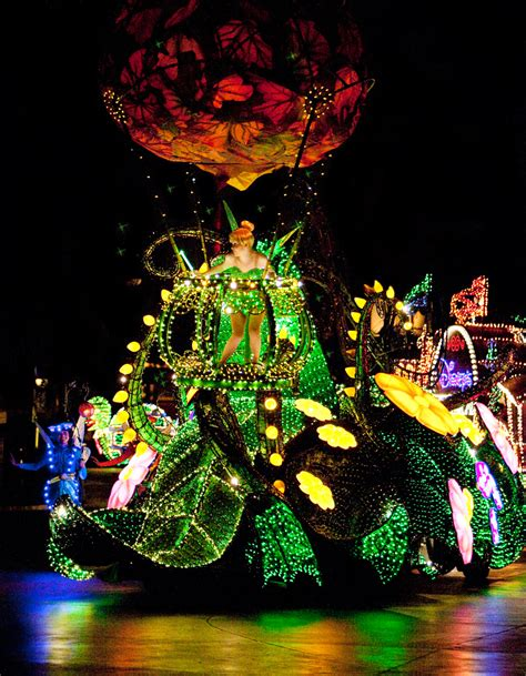 light parade disneyland electrical parade returns to walt disney world
