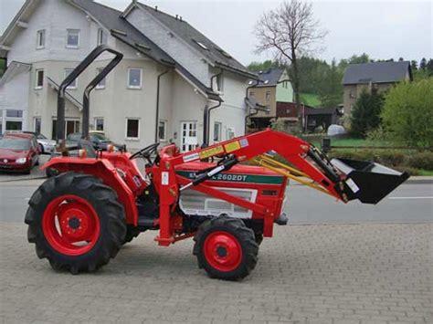 traktor mit frontlader kaufen kleintraktor allrad traktor kubota l2602dt frontlader neu lackiert schlepper ebay