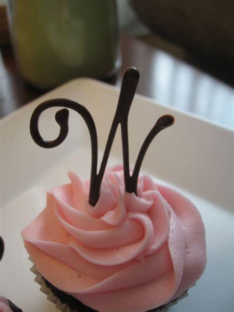 cake decorating ideas chocolate cupcake  buttercream frosting   chocolate monogr