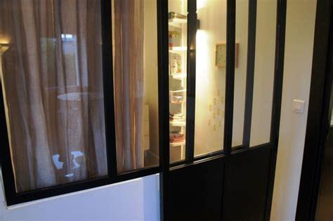 cloison de bureau acoustique verrière pour séparer une chambre et un salon